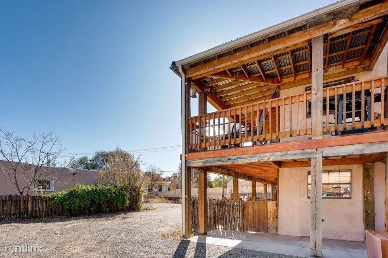 723 Agua Fria St B, Santa Fe, NM - $1,475