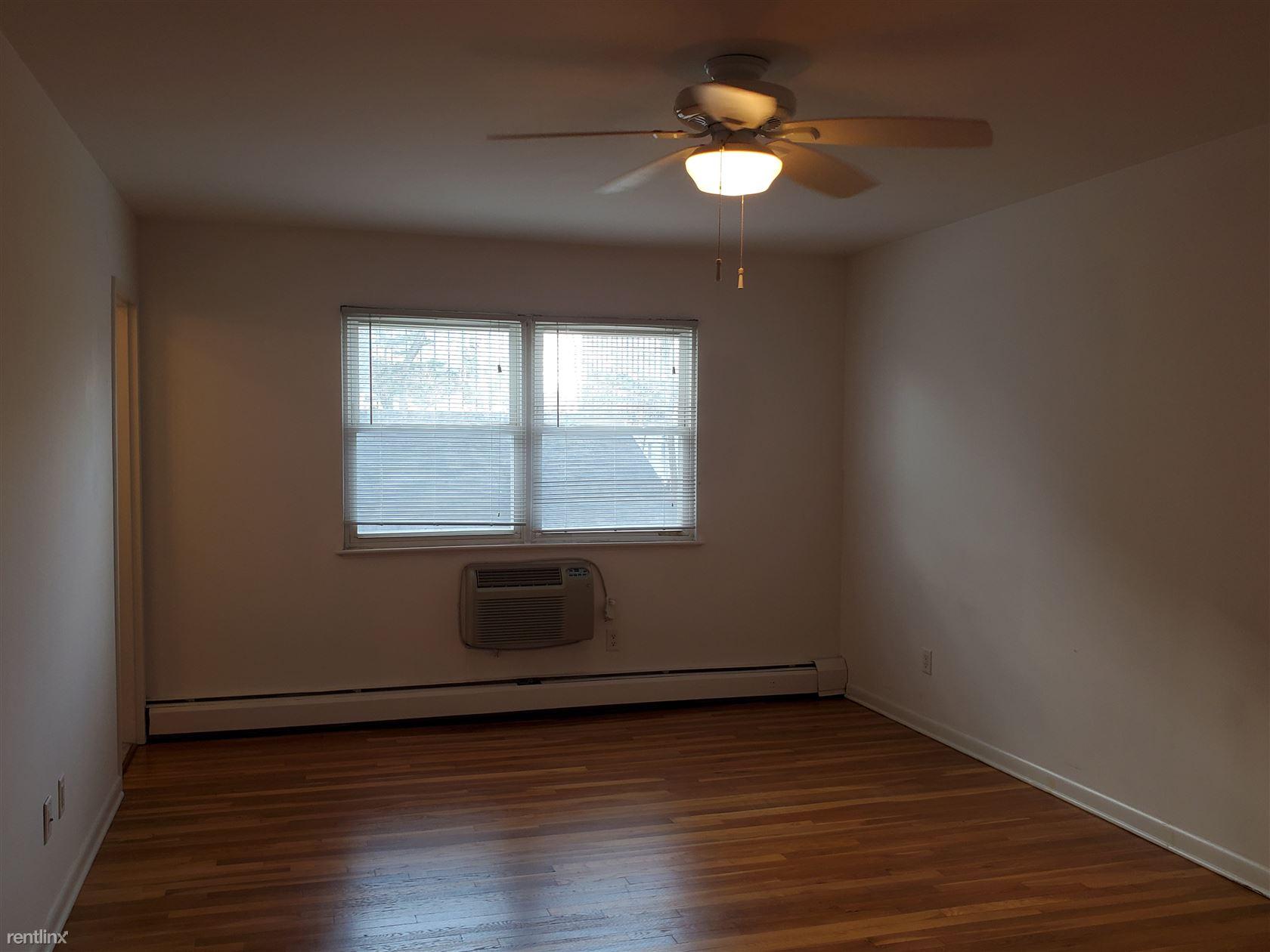 40 Hoyt St Apt B2, Stamford, CT - $1,200
