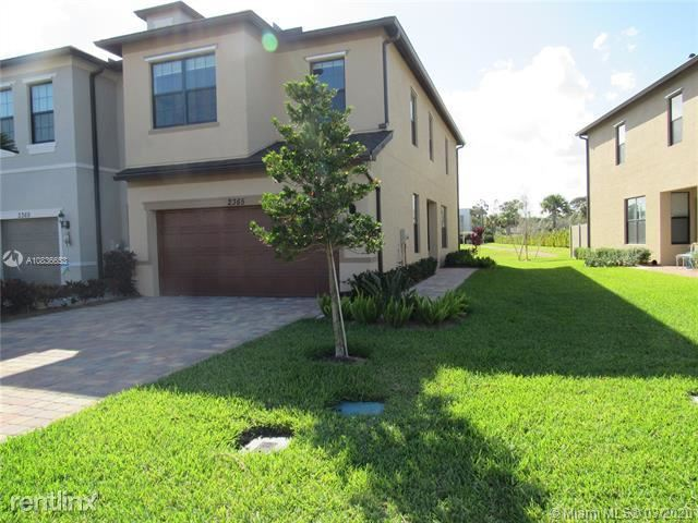 2365 Byron St, Palm Springs, FL - $2,150
