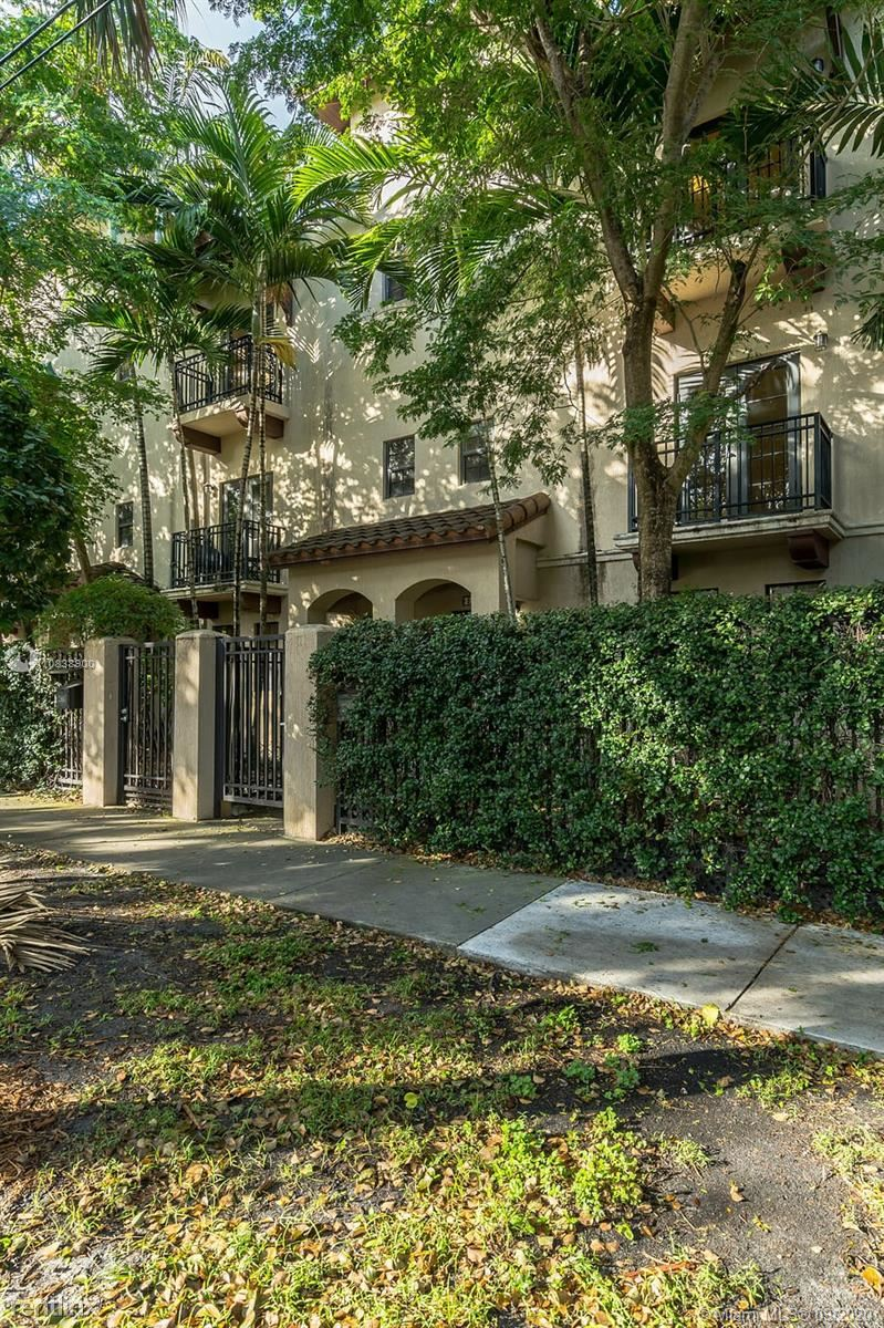 Coconut Ave And Center St, Coconut Grove, FL - $2,800