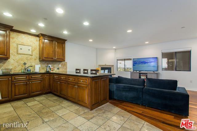 1146 Hacienda Pl Apt 7, West Hollywood, CA - $8,000
