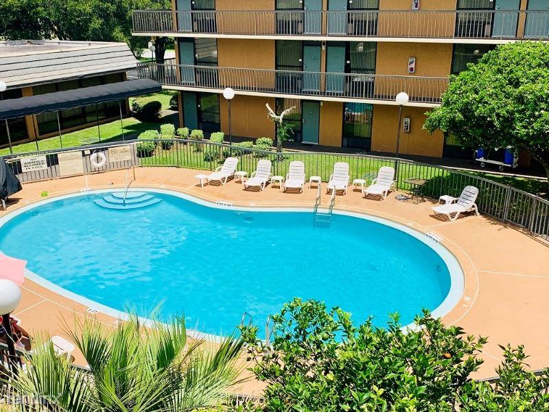 3434 SW COLLEGE RD., Ocala, FL - $995