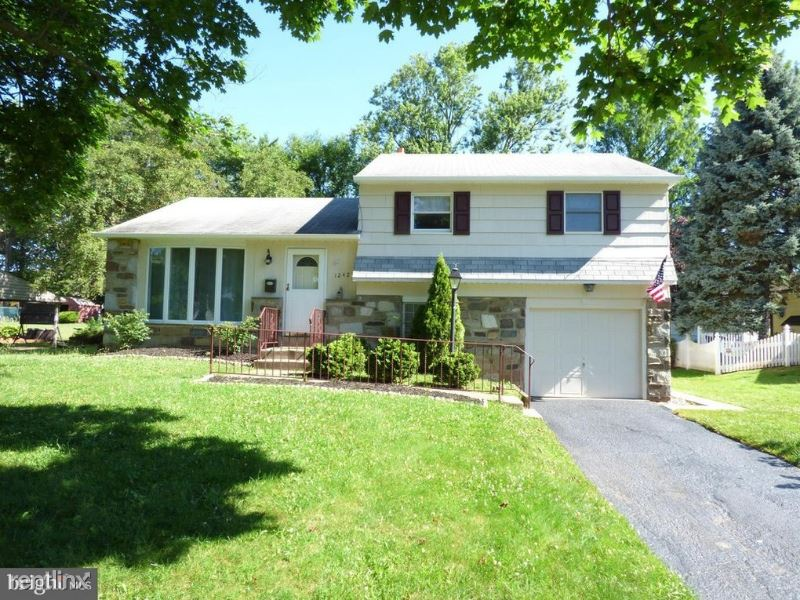 1242 TULIP RD, Warminster, PA - $1,900