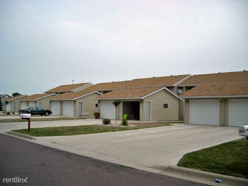 621 Burton Lane, Fairmont, MN - $825