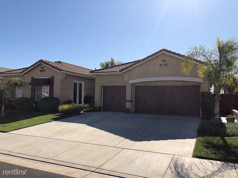 40194 North End Road, Murrieta, CA - $2,895