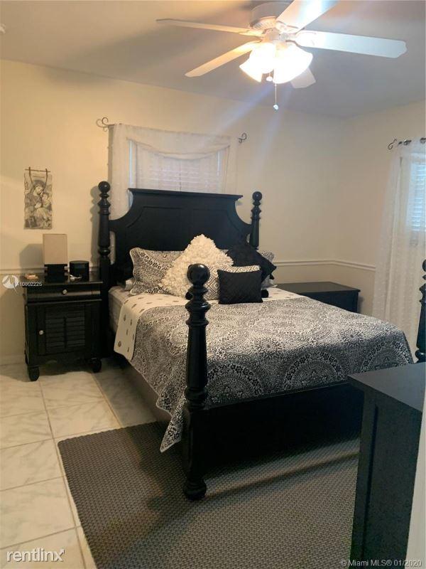 612 NW 7th St, Dania, FL - $2,450