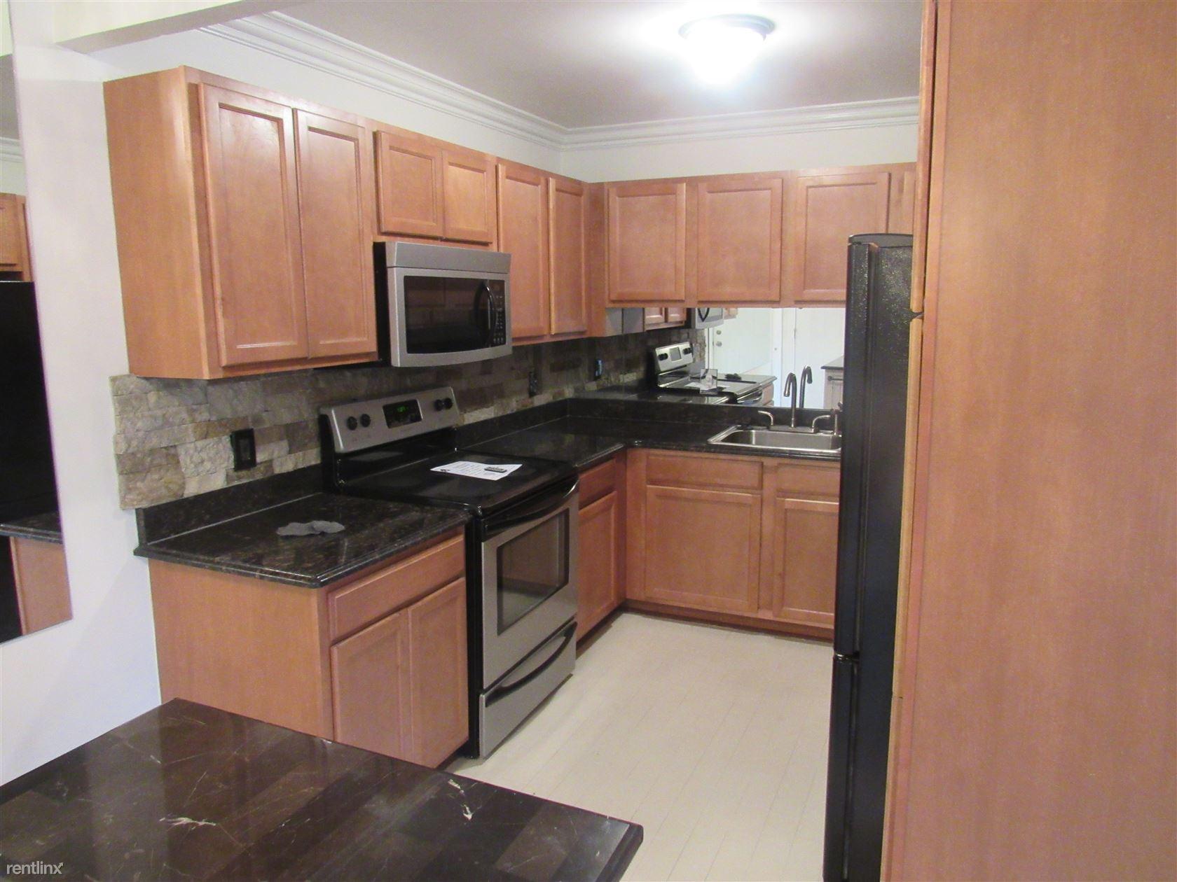 2311 Walton Blvd, Rochester Hills, MI - $1,300