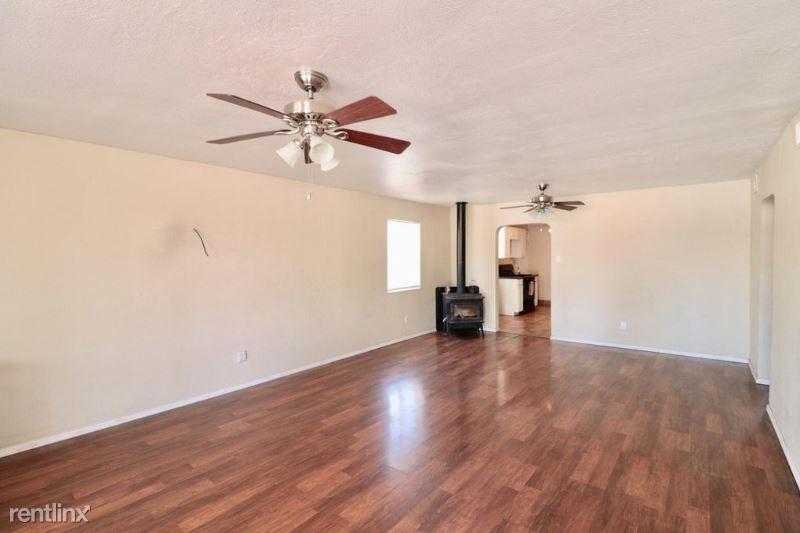 904 San Clemente Ave NW, Albuquerque, NM - $800