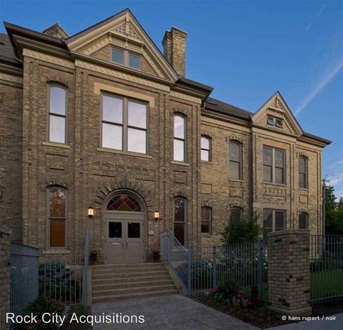 1105 N Court St, Rockford, IL - $1,700