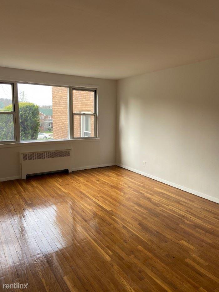 White Plains Rd, Tarrytown, NY - $1,795