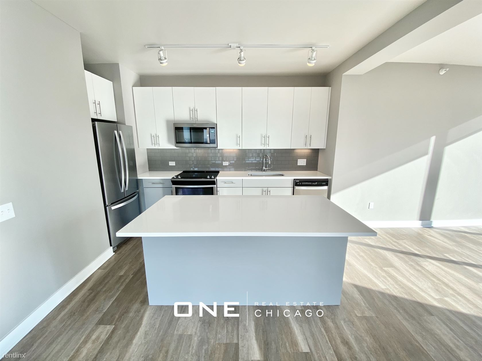 Illinois at State, Chicago, IL - $5,750 USD/ month