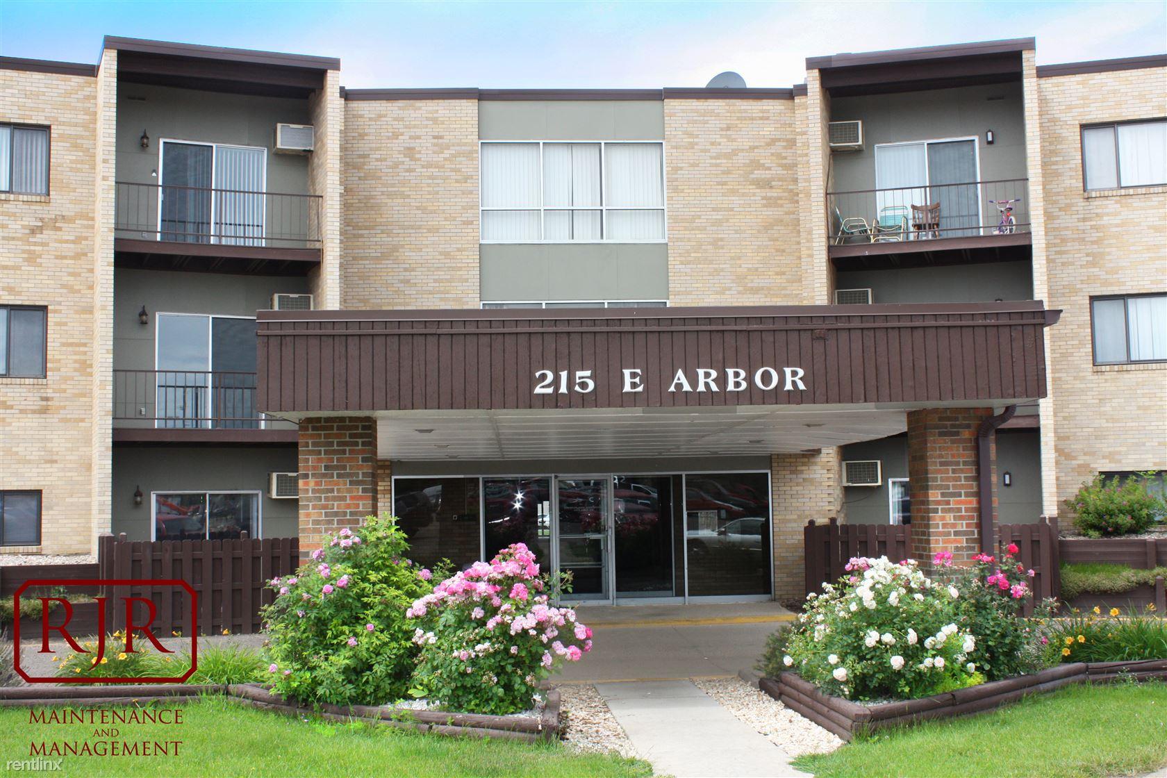 215 E Arbor Ave, Bismarck, ND - $750