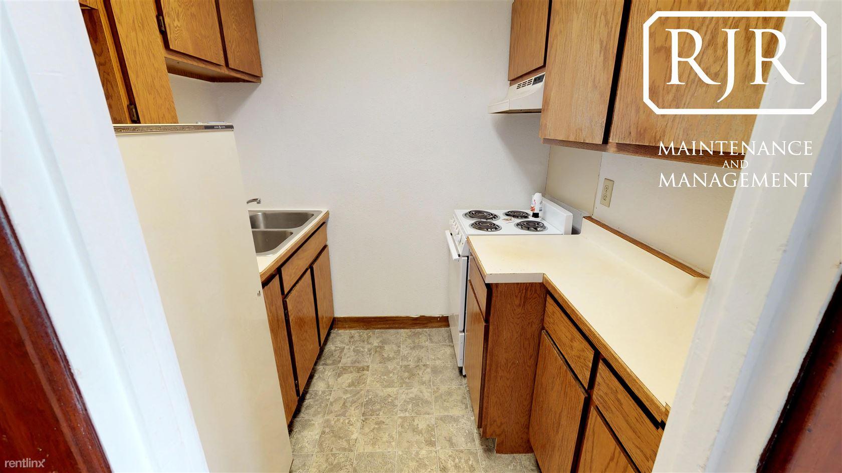 201 1st Ave NW, Mandan, ND - $475