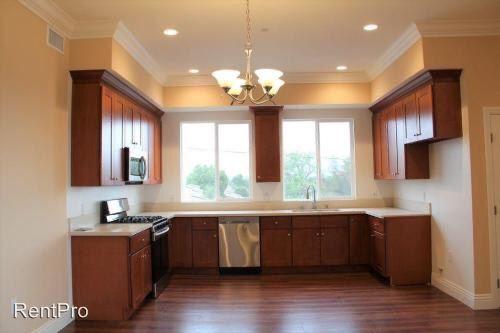 7537 Vineland Ave, Sun Valley, CA - $2,495 USD/ month