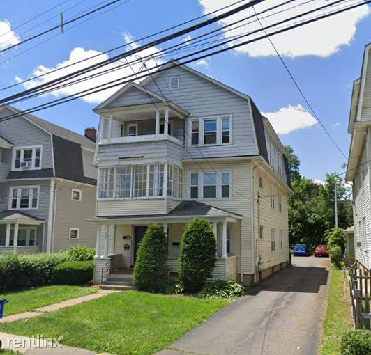 221 Quaker Ln S, West Hartford, CT - $1,850