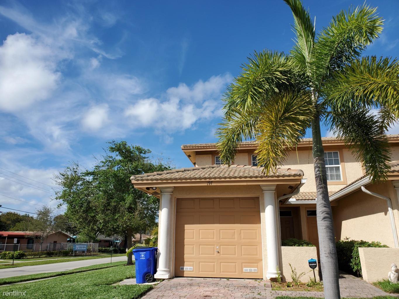 197 NW Eller St, Deerfield Beach, FL - $2,300