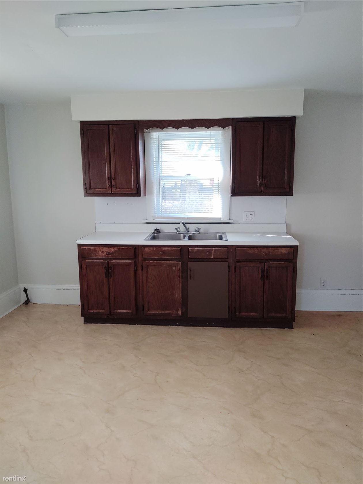 239 Maple St, Ashland, OH - $555