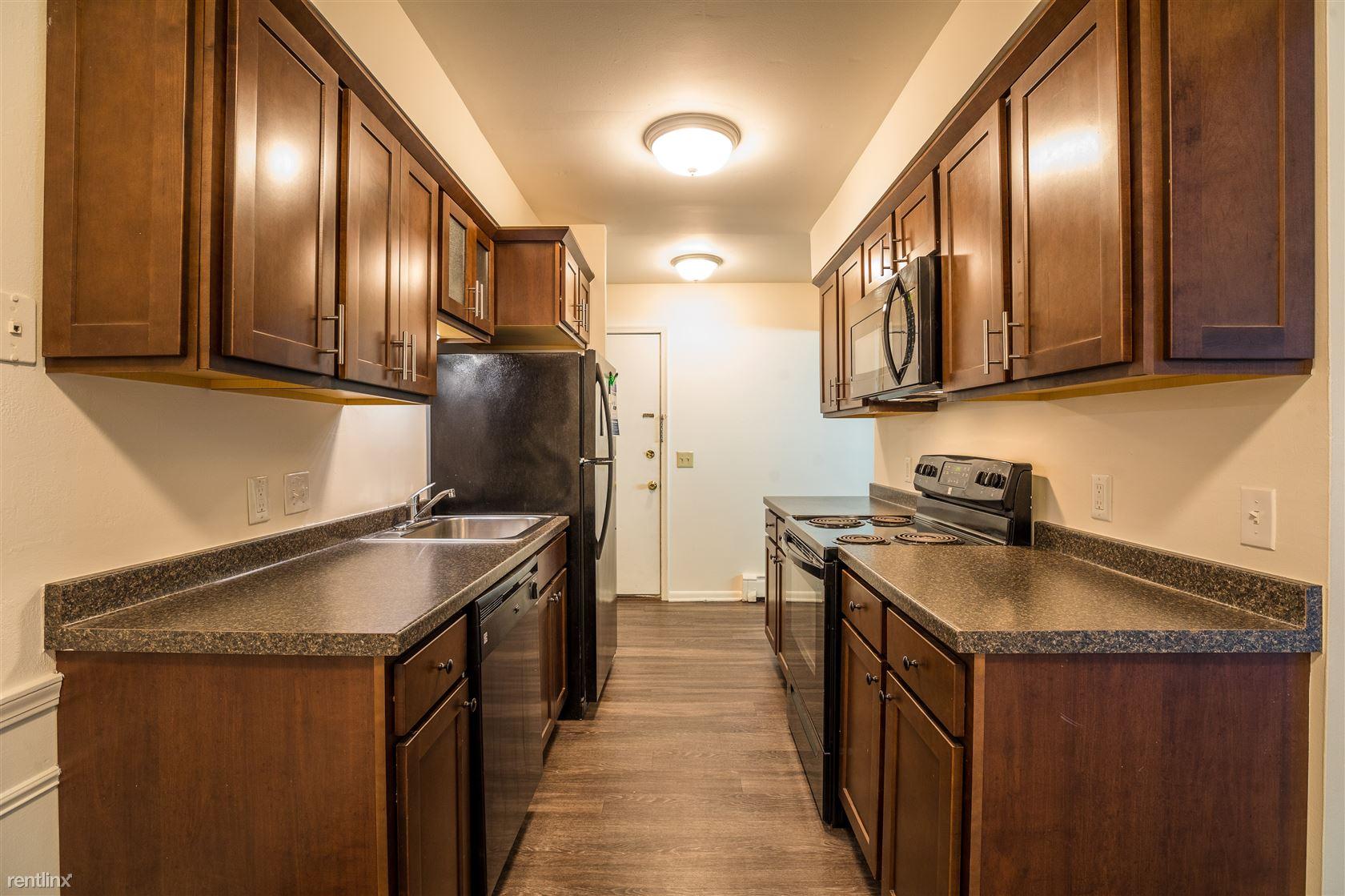 1250 Oak Ridge Ave, East Lansing, MI - $740