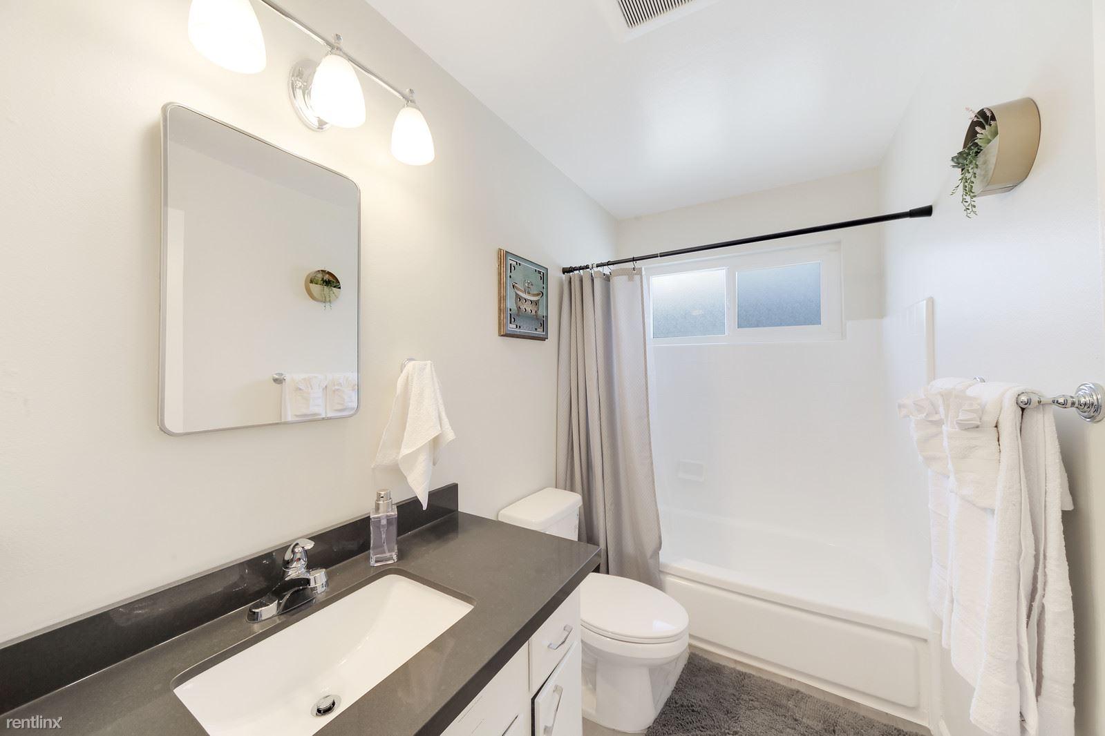 1151 Davis St Apt 2B, Redwood City, CA - $2,895