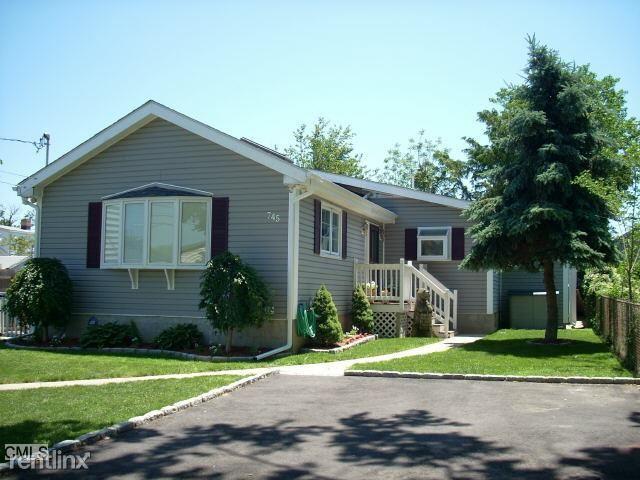745 Ruth St, Bridgeport, CT - $2,600