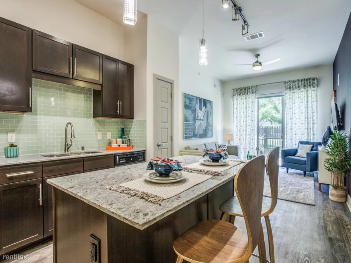 707 Fort Worth Ave, Dallas, TX - $2,524 USD/ month
