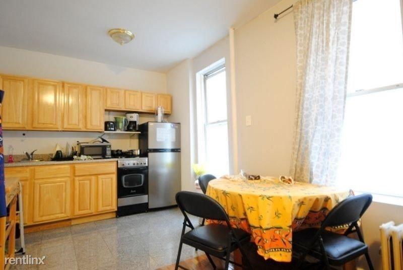 159 E 92nd St, New York, NY - $3,095