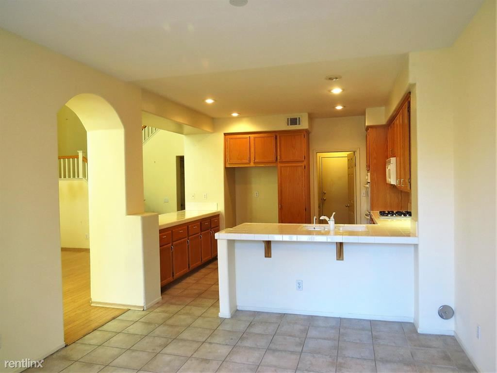 71 Greenmeadow Dr, Newbury Park, CA - $3,095