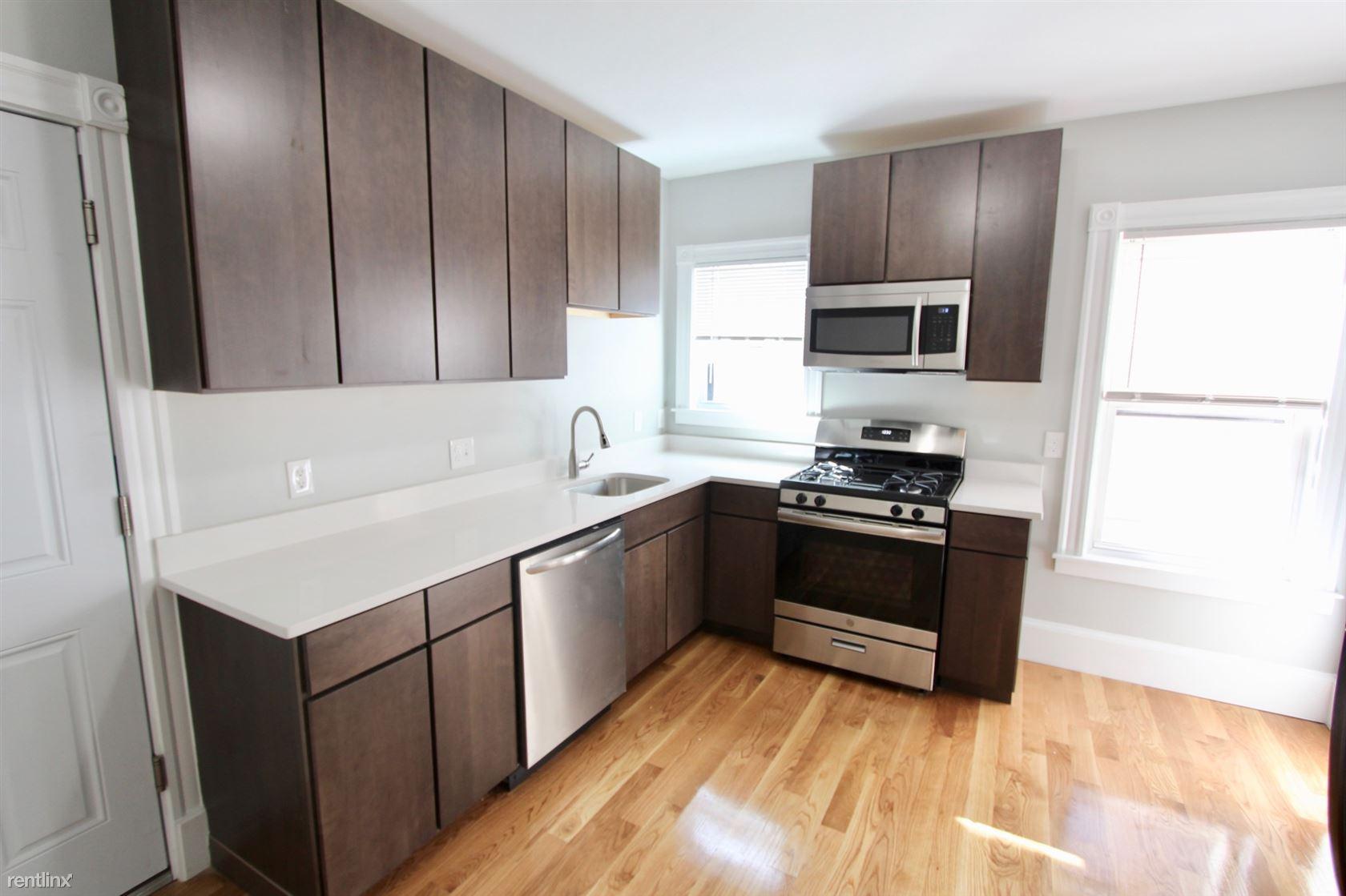 34 Russell St Apt 3, Malden, MA - $3,200