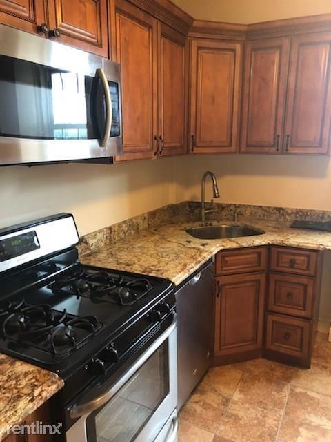 220 Pelham Rd, New Rochelle, NY - $1,600 USD/ month