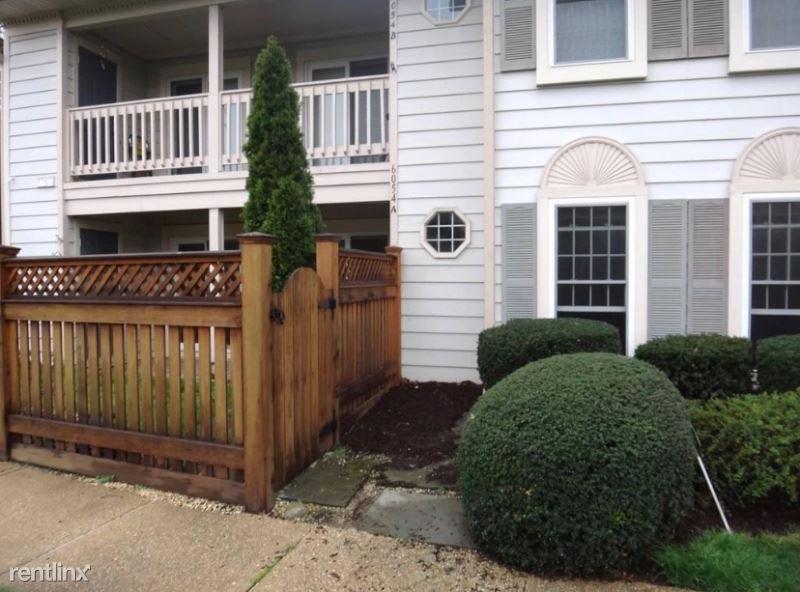 6054 a Essex House Sq, Alexandria, VA - $1,950