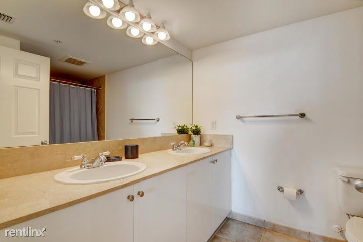 625 Casa Loma Blvd Unit 208, Boynton Beach, FL - $2,650