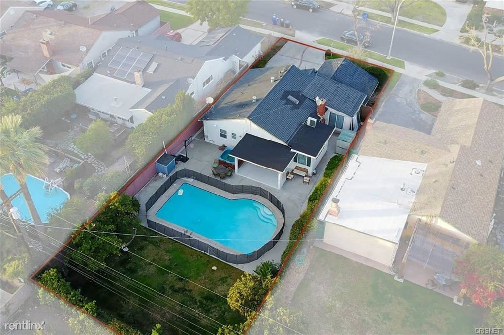 13034 Delano St, Valley Glen, CA - $6,500