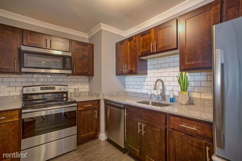 Main St, Worcester, MA - $1,670
