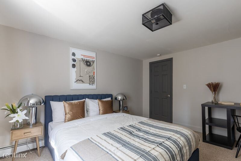 286 Bowen St, Boston, MA - $1,250 USD/ month