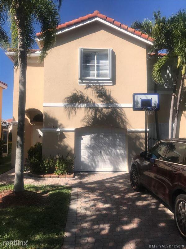 1734 Royal Palm Way, Hollywood, FL - $2,500
