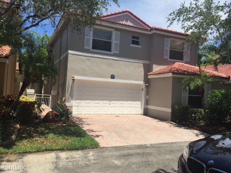 1105 River Birch St, Hollywood, FL - $3,600