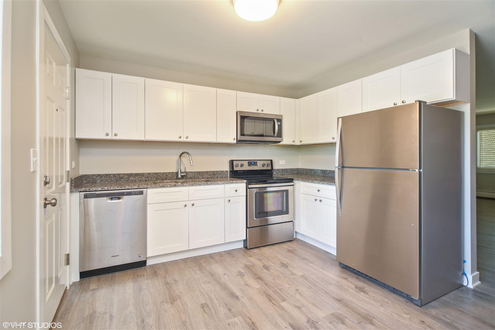 2114 N Elmwood Ave, Waukegan, IL - $950 USD/ month