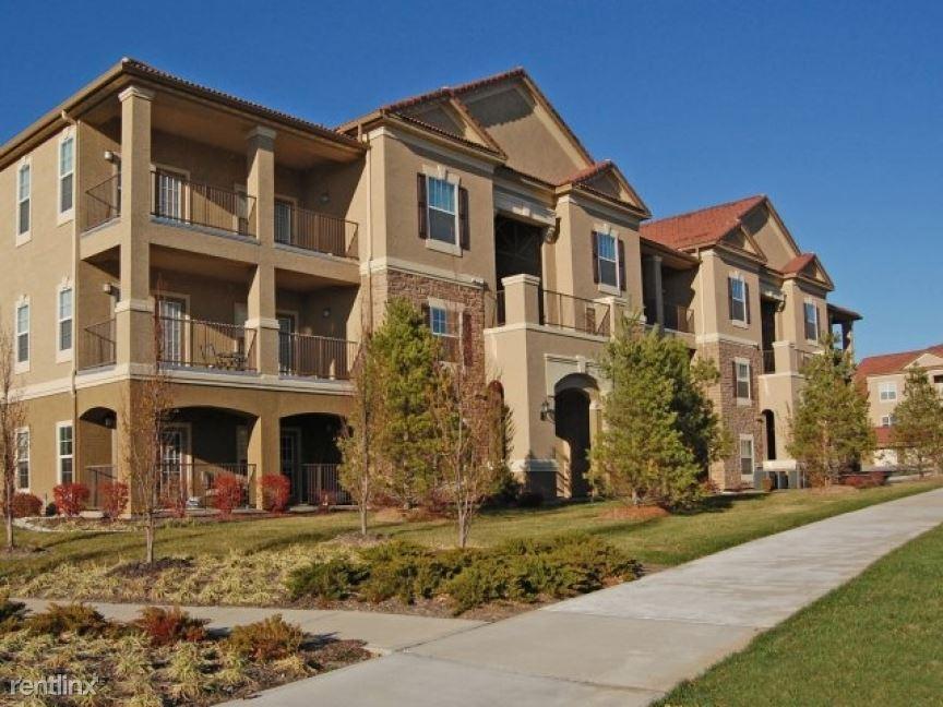8300 N Skiles Ave Apt 89447-3, Kansas City, MO - $1,595