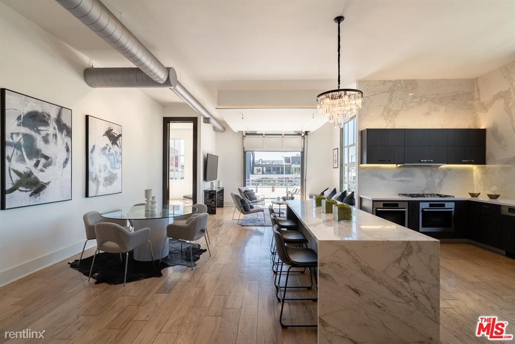 710 N Orlando Ave Apt 201, West Hollywood, CA - $9,450