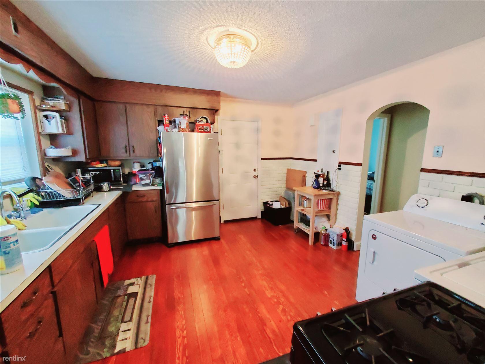 Mary Ave, Stratford, CT - $1,400