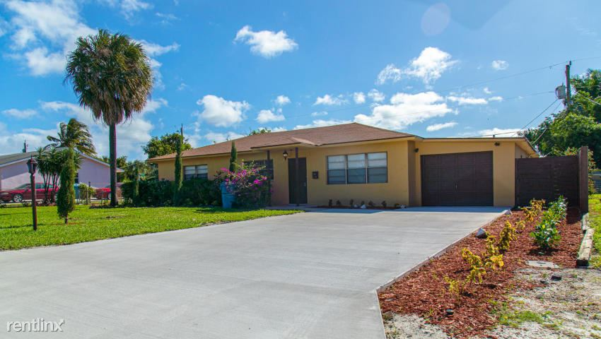 130 SW 14th Ave, Boynton Beach, FL - $2,850
