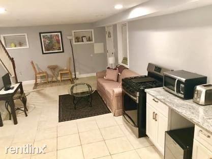 549 45th Street Northeast - 1300USD / month