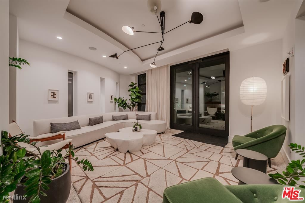 10777 Wilshire Blvd Unit 209, Los Angeles, CA - $9,500