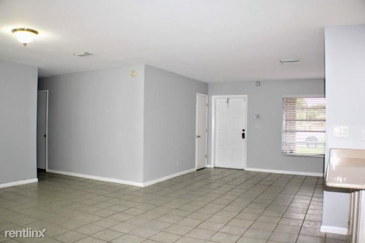 306 SE 14th St, Deerfield Beach, FL - $2,700