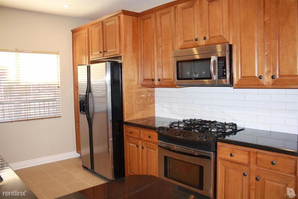 5241 Colodny Dr Unit 404, Agoura Hills, CA - $3,650