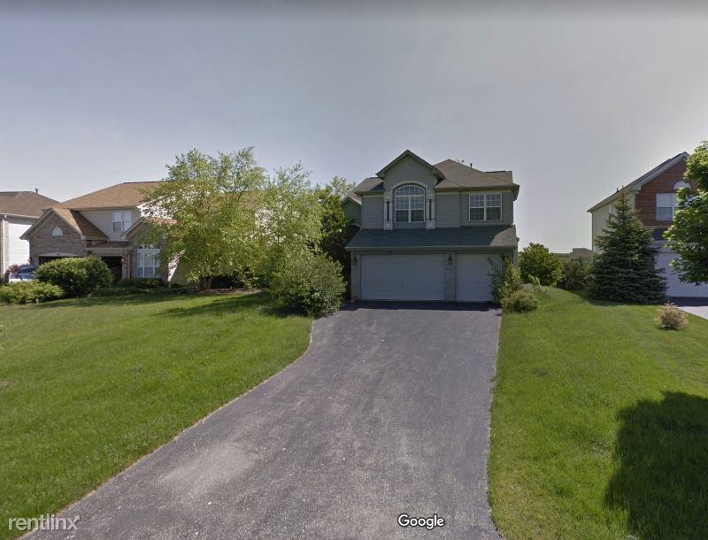 59 Amber CT, Lindenhurst, IL - $2,650