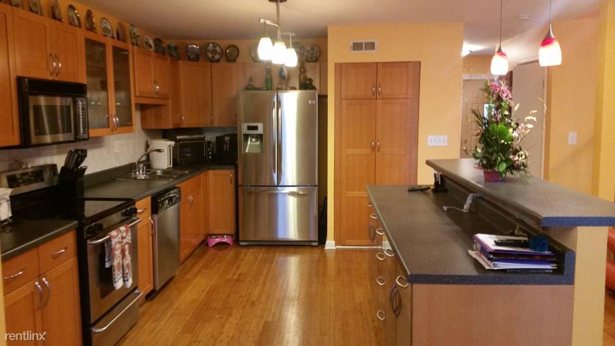 878 Swan Ln, Deerfield, IL - $2,399