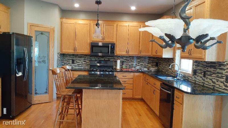 10984 Eagle View Circle, Woodbury, MN - $2,550