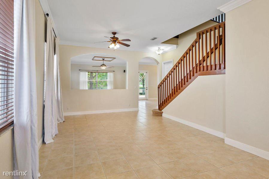 1047 Grove Park Cir, Boynton Beach, FL - $2,500