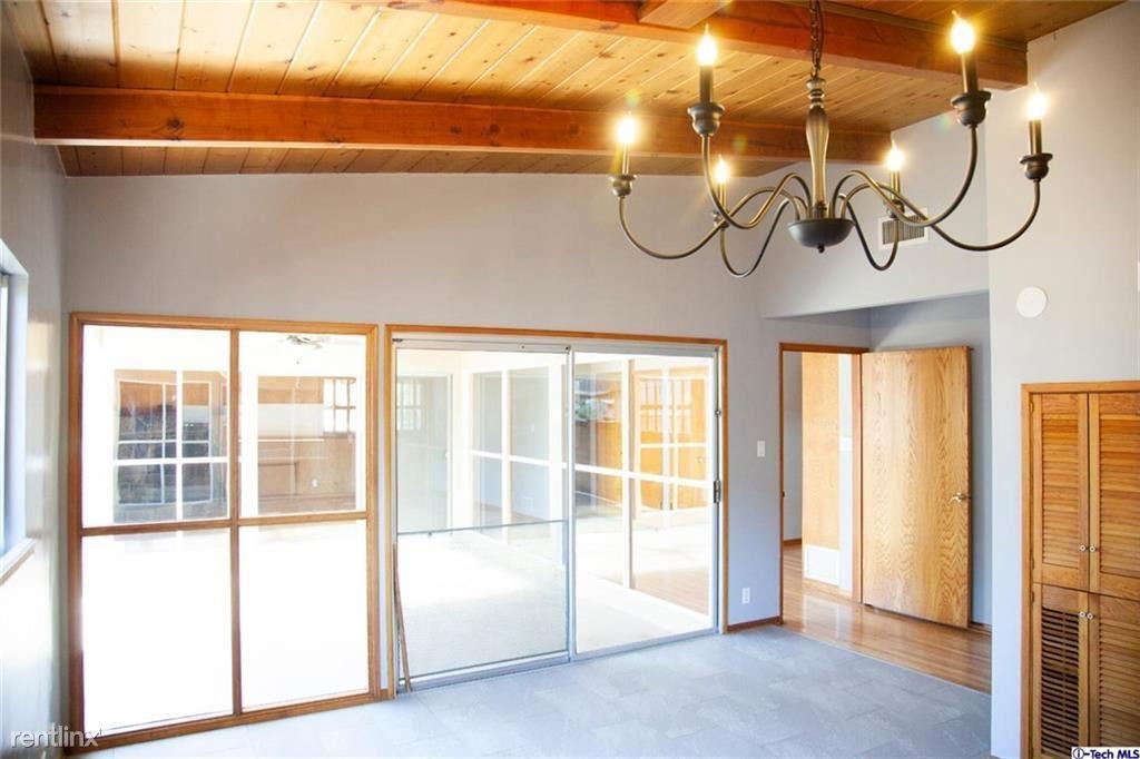 10823 Scoville Ave, Sunland, CA - $3,000